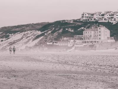 Sur la plage à Nazaré