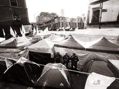 Un camps de tentes érigé à Mexico pour dénoncer le manque d'aide du gouvernement pour les victimes du tremblement de terre