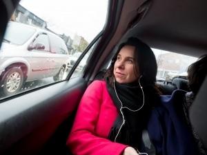 Valérie Plante sur la route entre deux bureau de vote.
